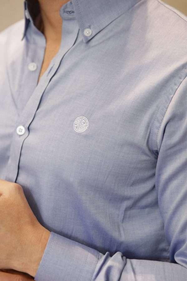 camisa-azul-closeup