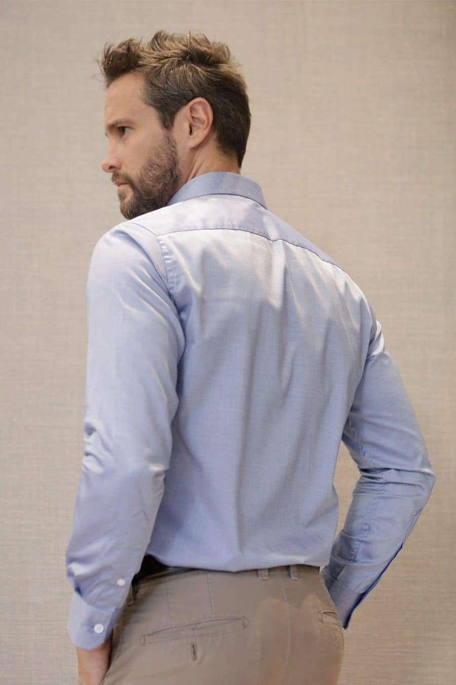 camisa-azul-espalda