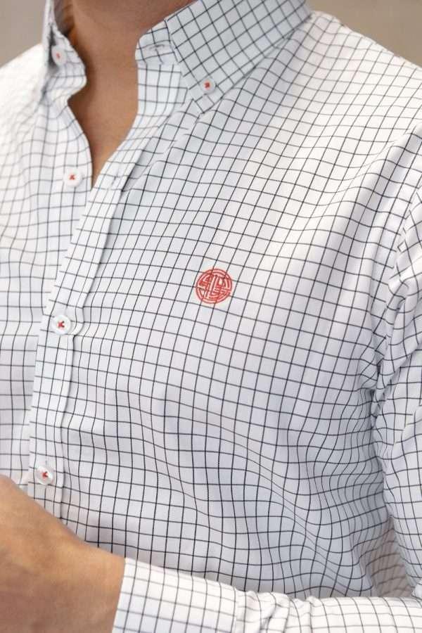 camisa-blanca-cuadros-closeup