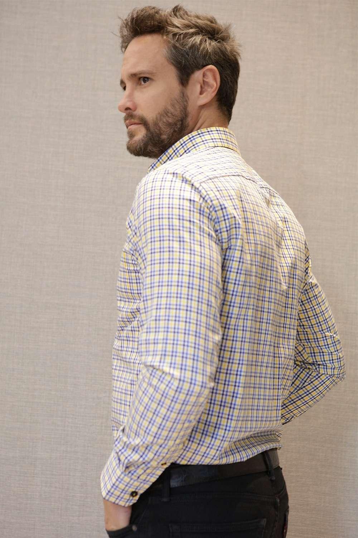camisa-cuadros-amarillos-espalda