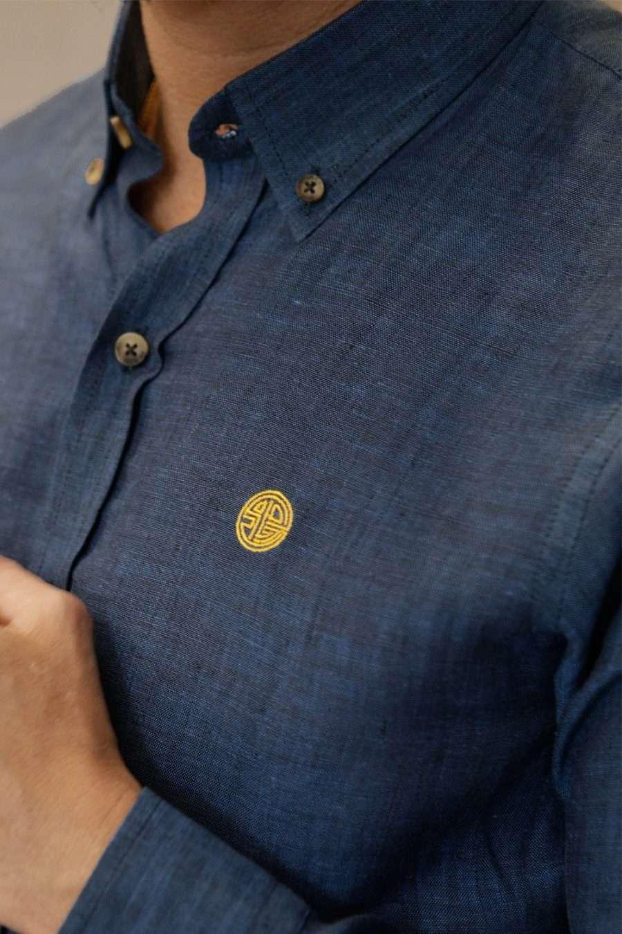 camisa-lino-azul-closeup