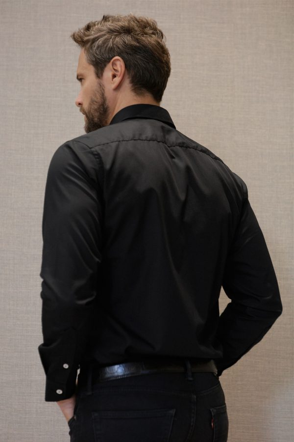 camisa-negra-espalda